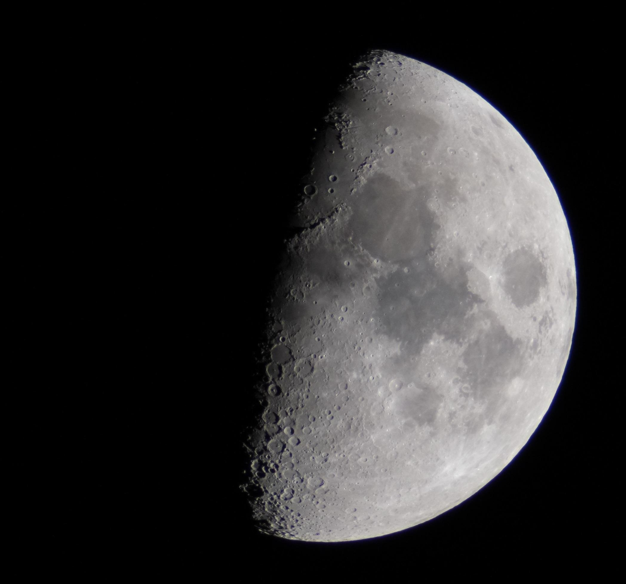 月齢8.1の写真